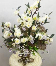 Bình hoa anh đào trắng