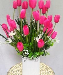 Bình hoa Tulip hồng
