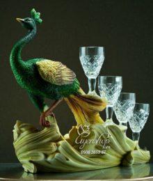 Chim Công đựng rượu
